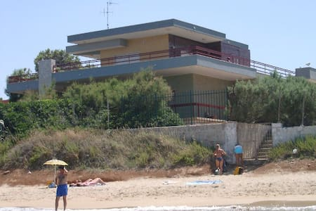 Villa CAPITOLO:a terrace on the Adriatic sea, 6pax - Monopoli - Vila