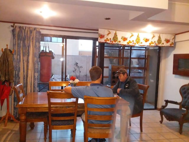 Jared de Oregón EEUU y Pierre de Sudáfrica compartiendo .