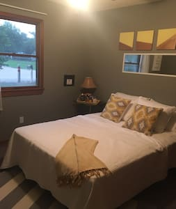 private modern guest room in family-friendly home - Wichita