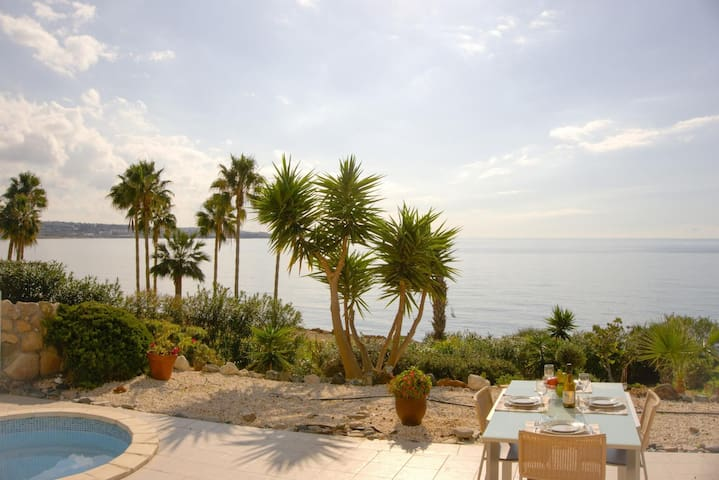 Beach Front Azura Sunrise - Luxury Beach Front Villa with Panoramic Views of the Sea, Car not Necessary
