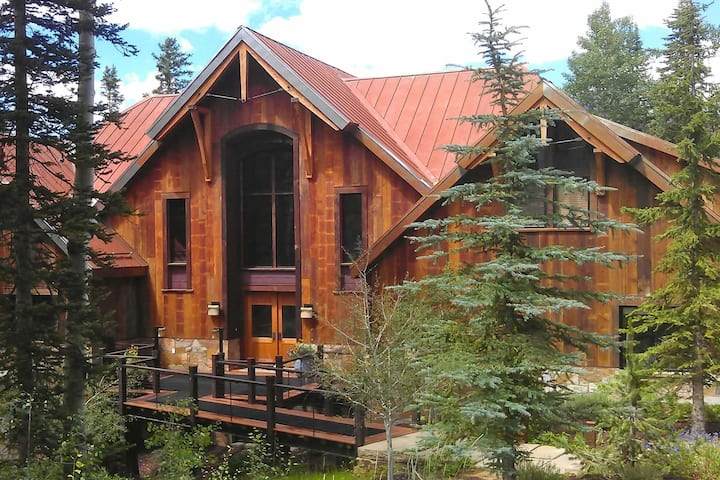 ALPENGLOW - Mountain Home with Lux Amenities, Great for Groups and Families