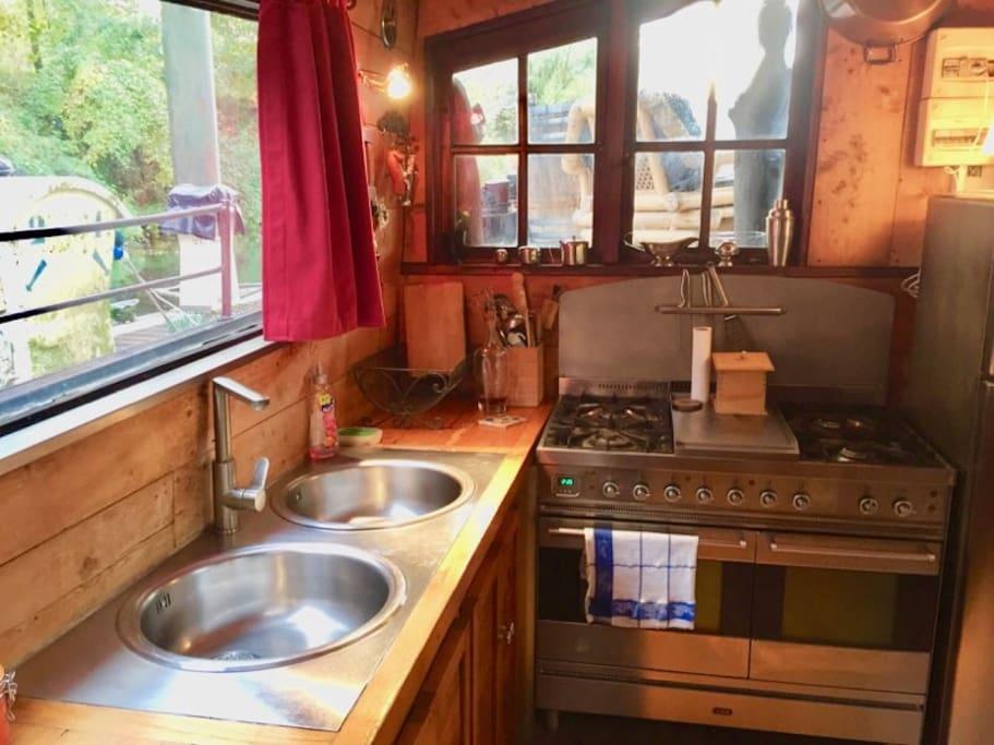 superbe appartement sur bateau proche de paris bateaux louer poissy le de france france. Black Bedroom Furniture Sets. Home Design Ideas