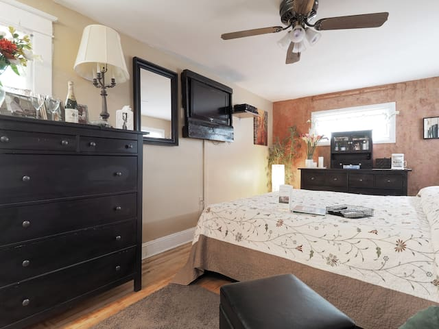 Luxury on a Budget Near BWI w/ Gourmet Breakfast! - Linthicum Heights - House