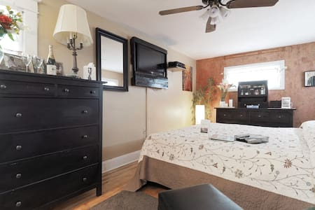 Luxury on a Budget Near BWI w/ Gourmet Breakfast! - Linthicum Heights