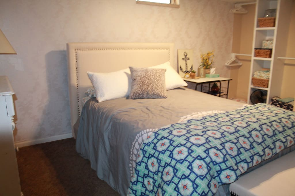 Guest bedroom (located in private basement)