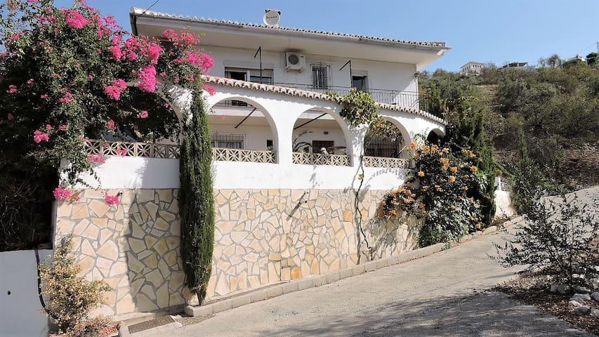 Casa Deon - Spacious Family Villa with Pool & Wifi - Competa - Rumah