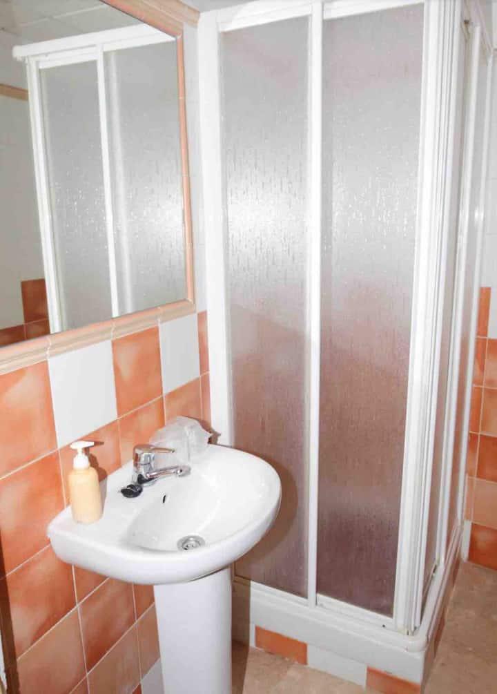 HABITACION 1 o  2 PERSONAS Privada con WC privado