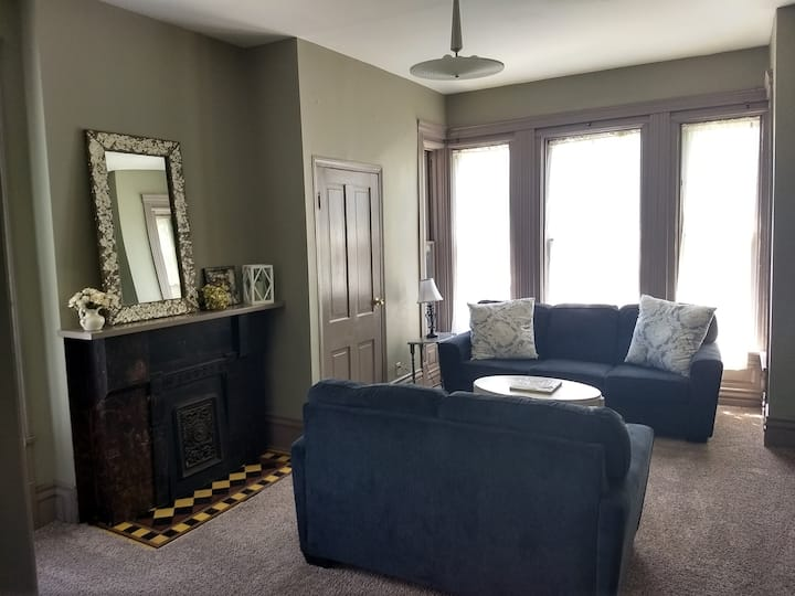 Large Apartment in Ohio City w Off Street Parking