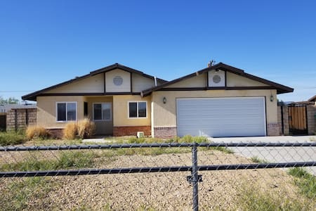 Three bedroom house and two bathroom quiet area