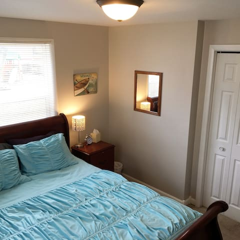 Bedroom near Muskegon Airport and Lake Michigan - Norton Shores - Huis