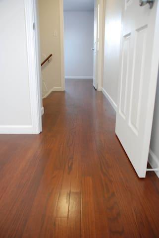Hall / Walkway