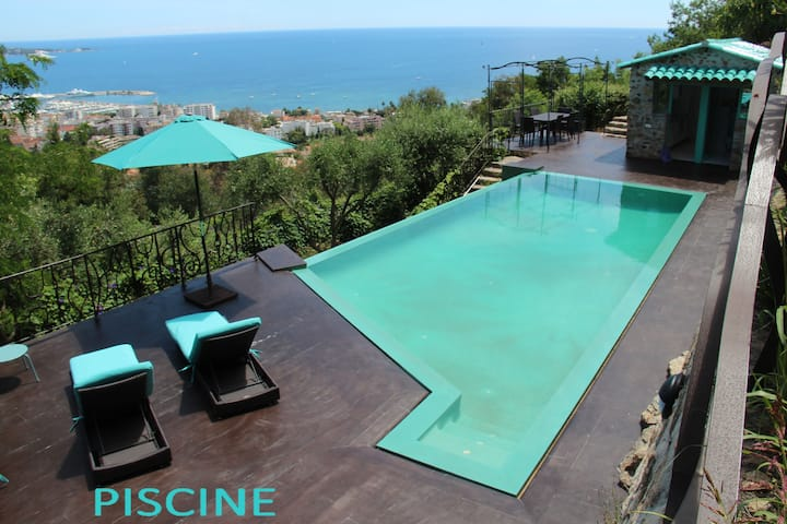 Atypical villa with panoramic sea view