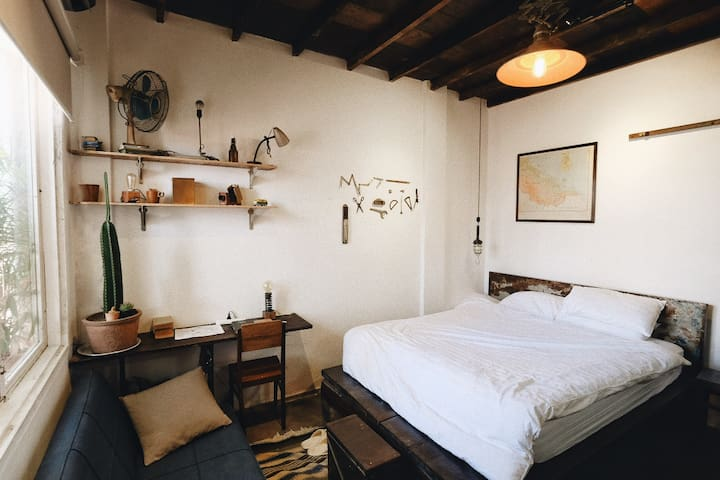 Hideaway [4] — Quiet retreat on famous Pasteur St.