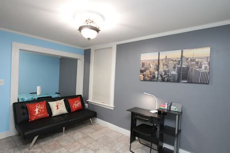 ★LOVELY 2 BEDROOMS CLOSE TO BUS STOP TO NYC!★