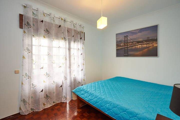 HYH Carcavelos Country - Room 4 Ocean Blue - São Domingos de Rana - Bed & Breakfast