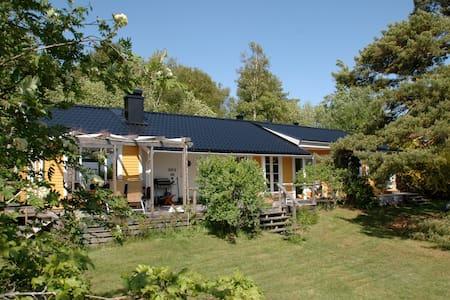 Fantastisk egendom med havsutsikt, välutrustat - Strömstad - Sommerhus/hytte