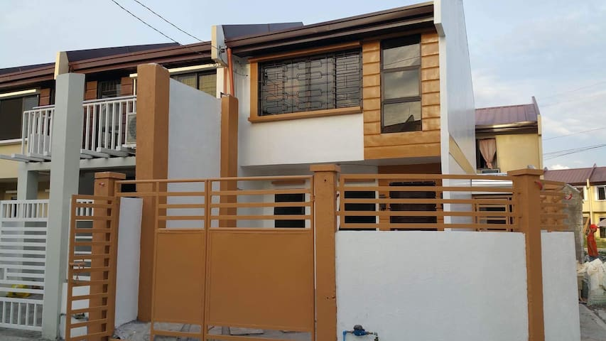 Wilrene Townhouse Furnished w/ High Speed Internet