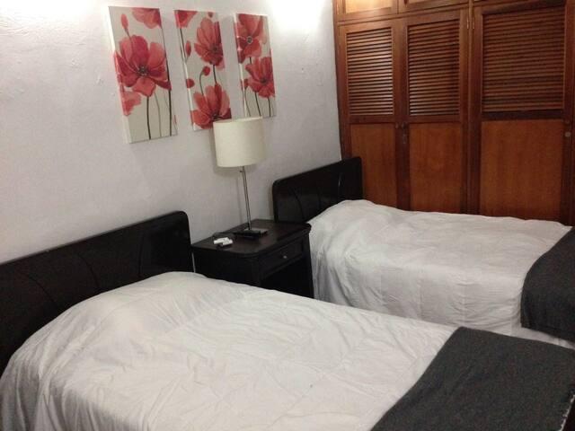 Habitación dos camas sencillas