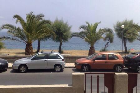 Accogliente casa fronte mare - Nizza di Sicilia - 一軒家