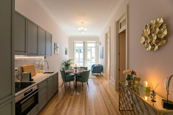 *NEW* 2BR Flat w/AC - 2min walk from historical center!