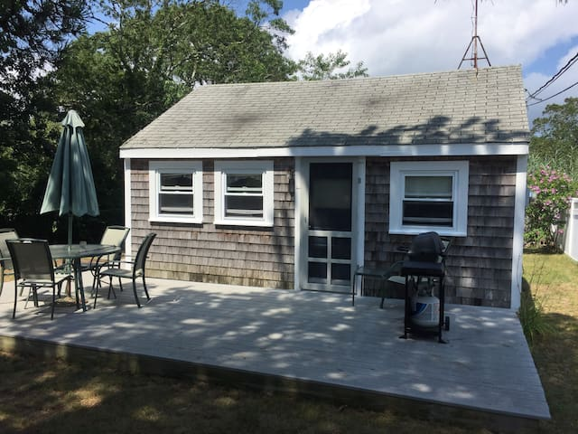 Private 2 Bedroom beach house - walk to beach !!