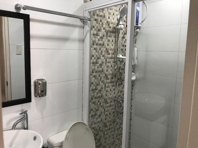SIFelAn's bathroom with hot shower