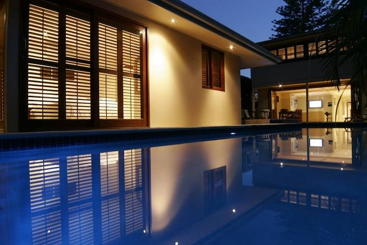 Luxury Beach Front Accom. Byron Bay