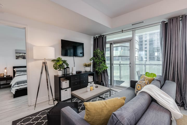 2BDRM + 3BED + Parking - MTCC/Jays/CN Tower!