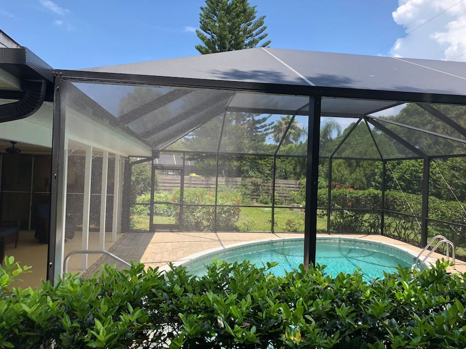 The entire pool area is inside of this covered linai area.  This keeps bugs out, but lets all of that great Florida sunshine through.  Don't forget the sunscreen!
