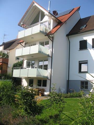Gemütliche Ferienwohnung mit WLAN, Balkon und Garten; Parkplätze vorhanden
