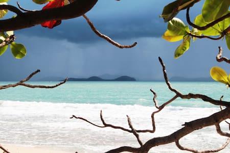 Robinson Crusoe Lonely Beach @ Khanom Thailand