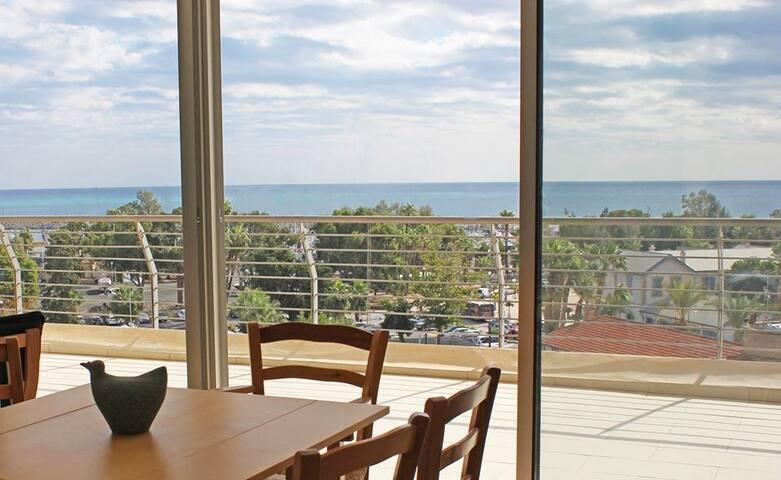 2b Seaview Breeze apartment - Finikoudes beach