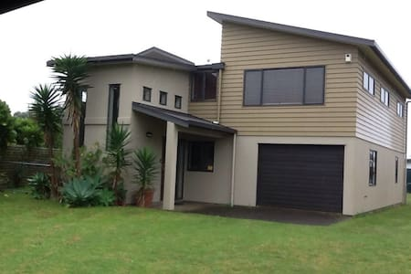 Beach house adjacent to beach. - Waihi Beach