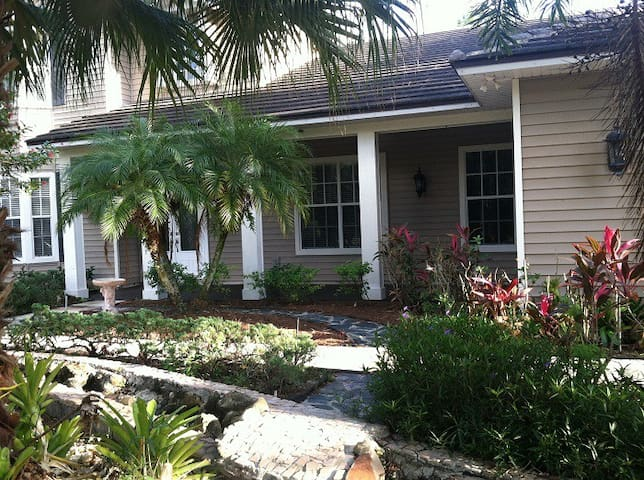 Private Estate Home in Town - Palm City - Huis