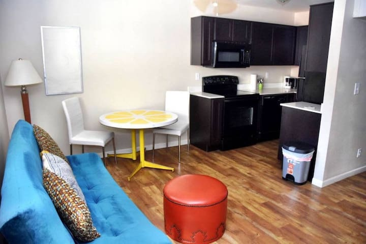 1 Bed Downtown - Close to Convention Center- 116