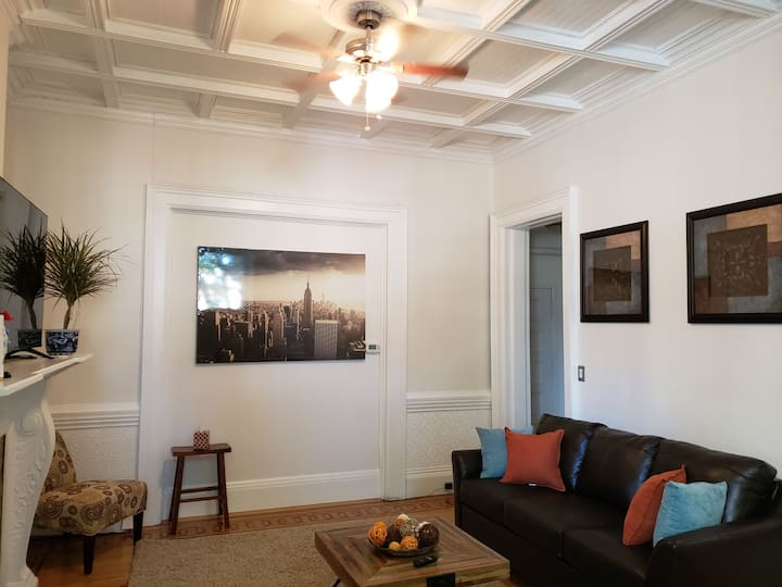 Parkside Queen 1 Bedroom (1800's) Brownstone!