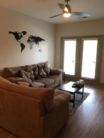 Cozy Modern Apartment - Greensboro - Apartamento