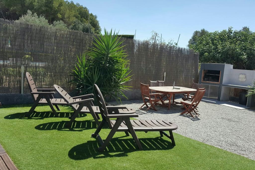 Casa piscina y jardin privado a 40km barcelona villas for Alquiler casa jardin barcelona
