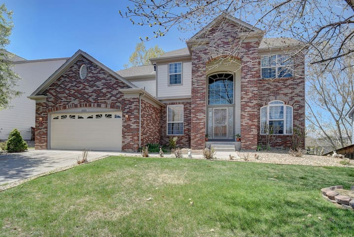 Spacious Home with Mountain Views in Thornton, CO
