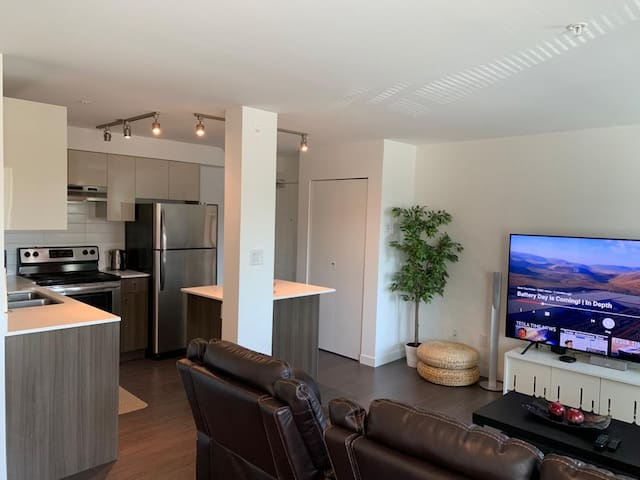 Entire 2 Bedroom Condo hosted by Sherry & Roger