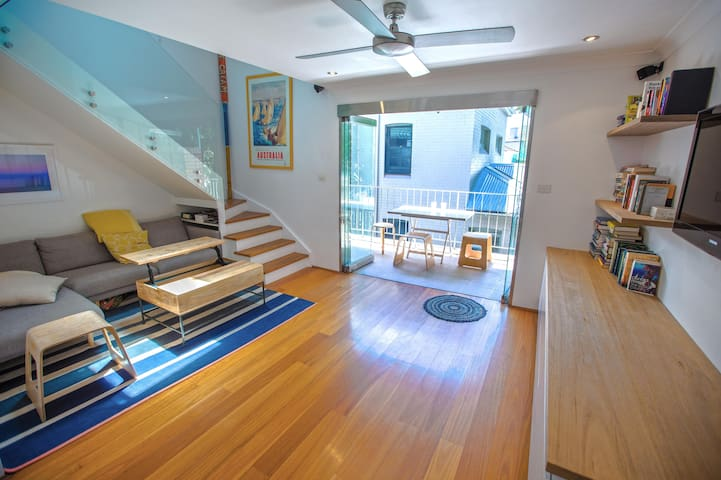 Modern, sunny beachside apartment - Manly - Lägenhet