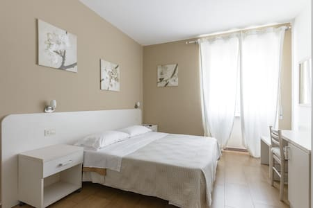 Wonderful  Room Anna guest house - Rome - Bed & Breakfast