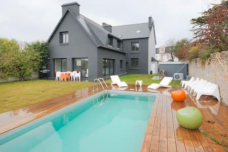 Maison avec piscine à 30 m de la pl - Brignogan-Plage