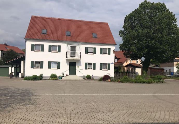 Ferienwohnung Asum -, Wohnung Orange - Helle FeWo mit 3 Schlafräumen und Wohnküche & kostenfreiem WLAN