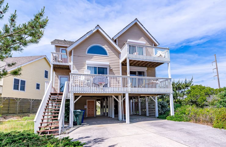 C's the Lobster Lounge.100 yards to BEACH & Community Pool, Hot Tub | 4 Bedroom, 3 Bathroom