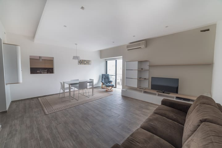 Swieqi Apartment, sleeps 6