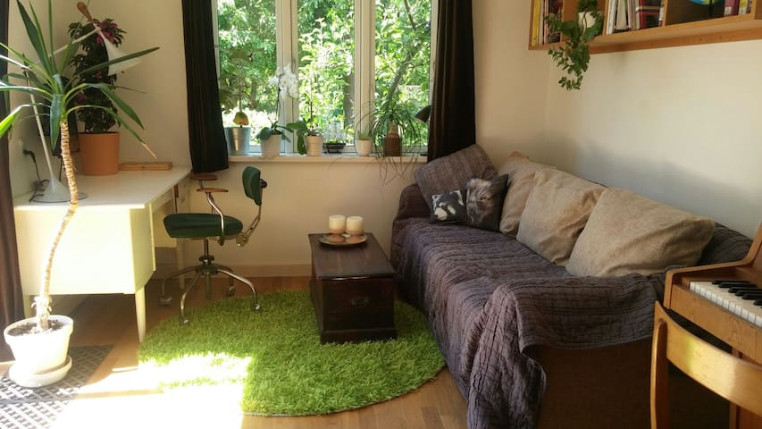 Cosy room with garden acces - Hvidovre - Huis