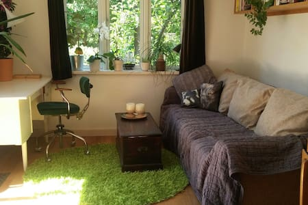 Cosy room with garden acces - Hvidovre - House
