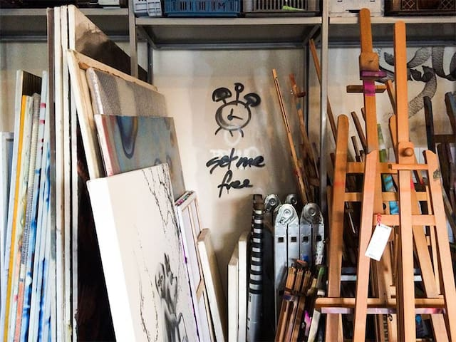 Authentic artiststudio