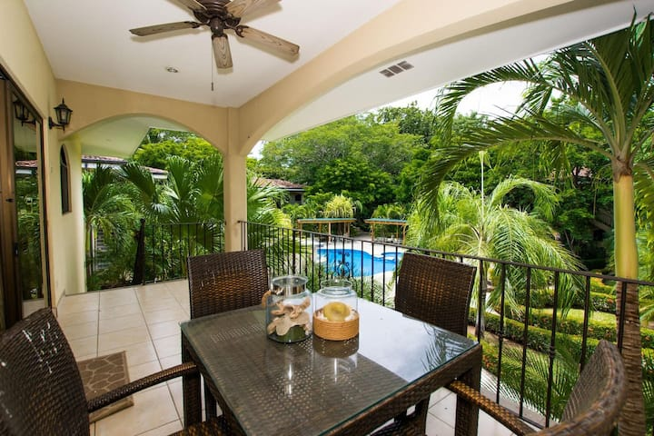 Gorgeous unit with pool - steps from the beach in the charming town of Potrero